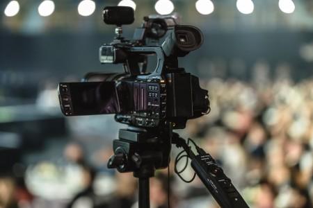 Media1-min